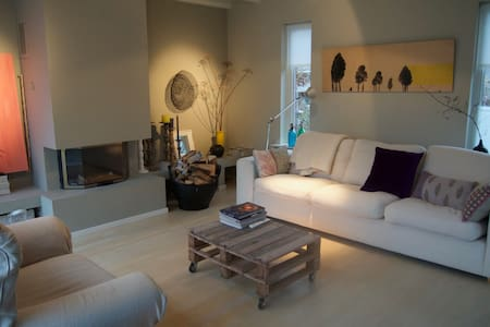 Charming, authentic family house near Amsterdam - อัลซเมียร์