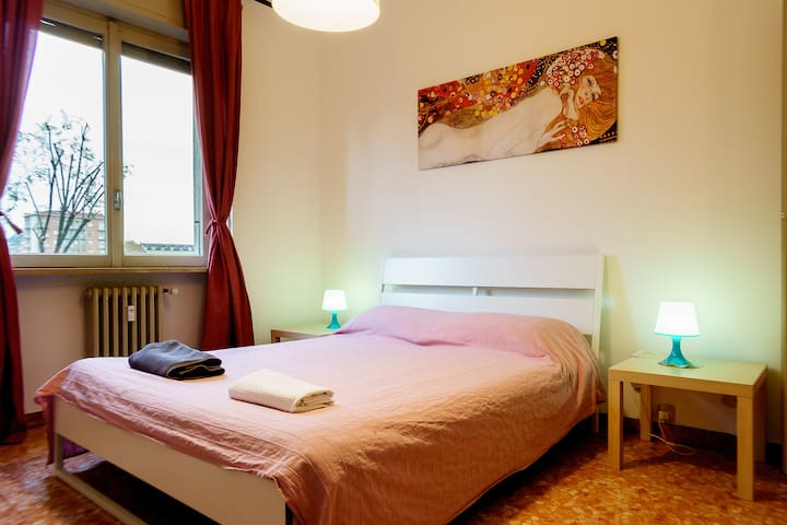 Cozy flat 150mt from Metro line 5! - Milano - Leilighet