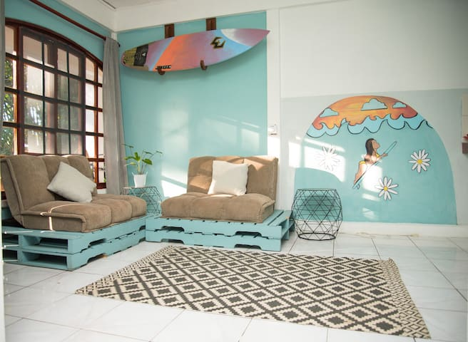 Mellow tropical beach home in great location 2B