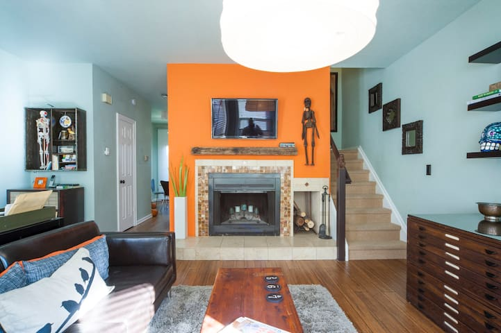 Nerdy Chic 2BD in Downtown Boulder (so walkable!)
