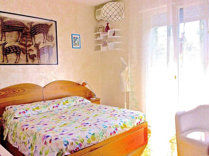 Double bed room available in apartment