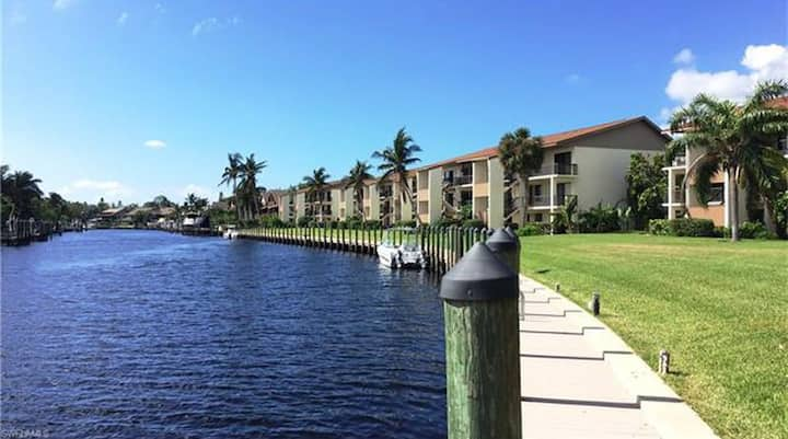 Sanibel Island Waterfront Condo!!