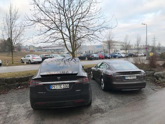 Model X von Tesla wartet auf Dich. - Pforzheim - Altres