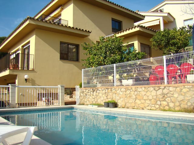House with pool and near the beach - L'Escala - Dom