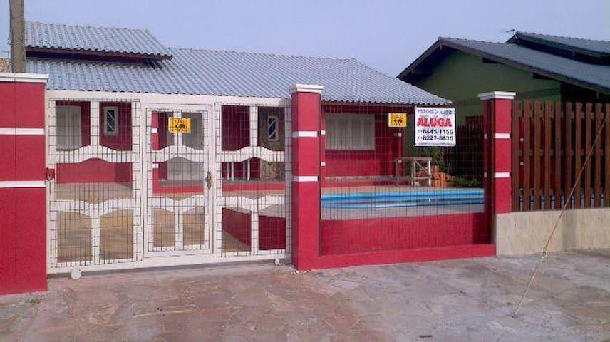 Casa com piscina a 50 m do mar - Tramandaí - House