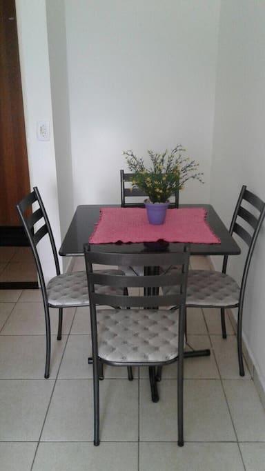 Mesa na mini sala.