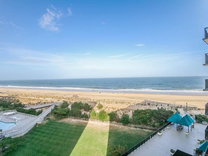 Sea Colony oceanfront, 7th-floor condo w/ pool and ocean view!