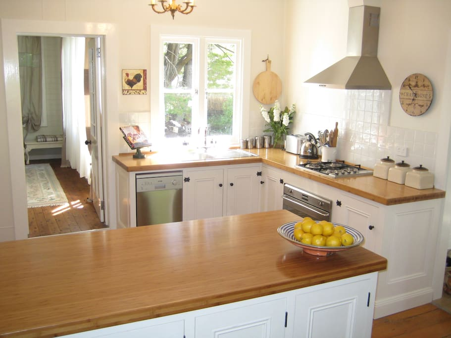 Bespoke fully equipped kitchen