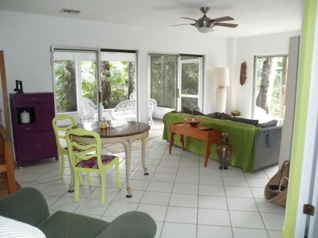 Guest House - Homestead - Bed & Breakfast