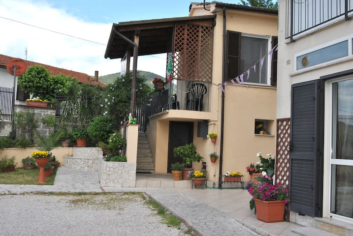 camera luminosa        per famiglia - Stroncone - Bed & Breakfast