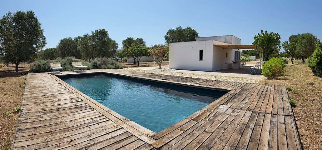 Charming little house with pool - Carovigno - Casa