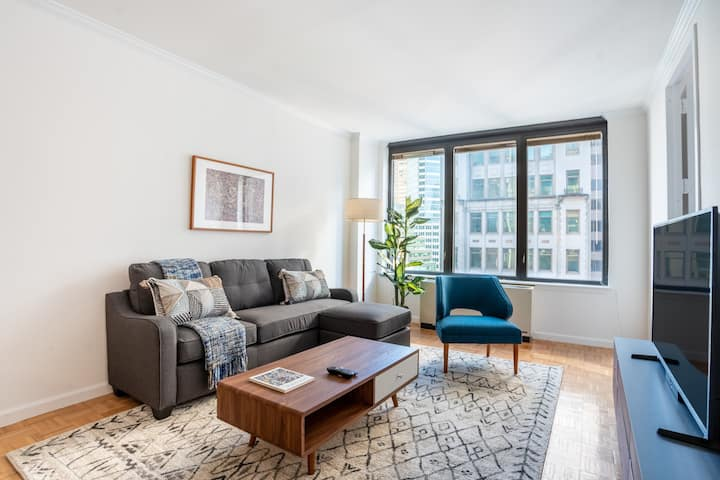 Perfect 2BR w/ Concierge + Pool Near Central Park