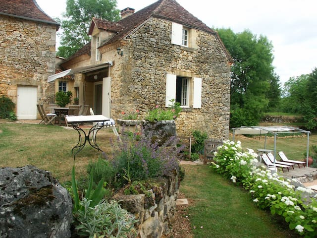 B and B in charming rural cottage - Cherveix-Cubas