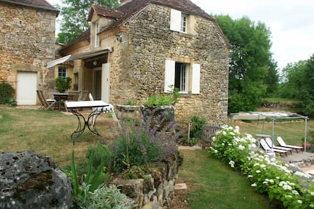 B and B in charming rural cottage - Cherveix-Cubas - Aamiaismajoitus
