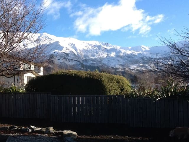 WARM, BEAUTIFUL, FULL KITCHEN, CLOSE WANAKA!