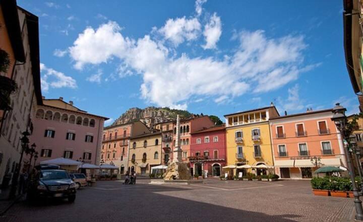 Italian Apartment on Piazza Obelisco, Tagliacozzo!