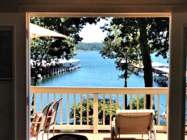 *Tranquil lake view cottage on Lake Hartwell*