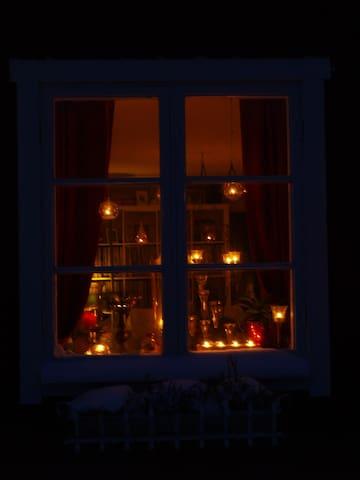 Candles light up the winter darkness along Bodavägen