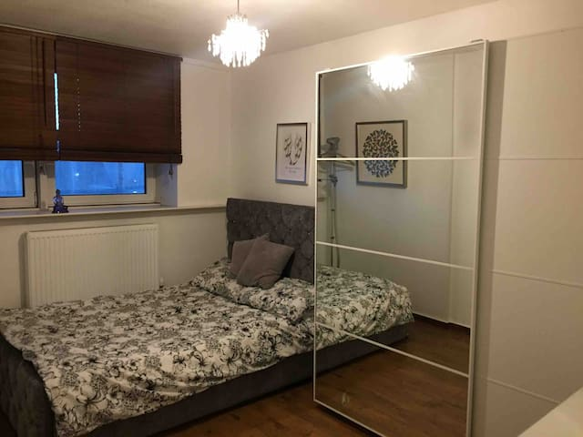 Double Room in the heart (central) of Wandsworth