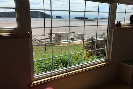 Eagles Nest Retreat - Oceanside cottage