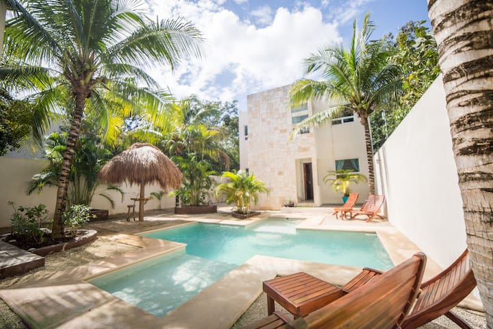 Tulum Jungle Apt #1, Sleeps 4, Pool, AC, Wifi, TV!