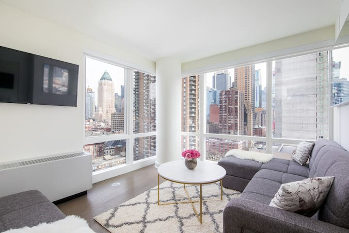 Bright & Stylish 2 BR 2BT next to Times Square!