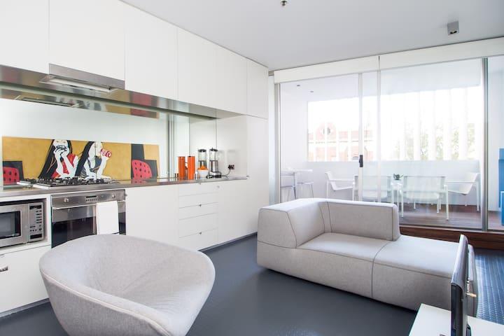 Modern Studio Living in Sydney CBD