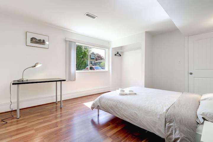 Very clean & quiet room near Skytrain S3