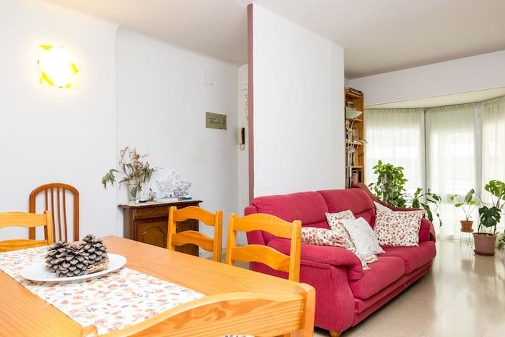 Large room, bright and centrally