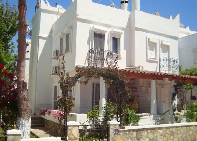 Traditional Whitewash Seaside Villa - Didim - Villa