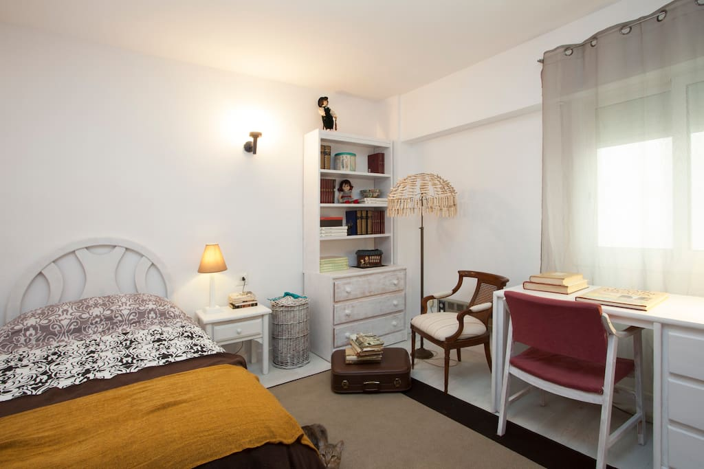 Suite in Valencia with private bathroom and sitting room