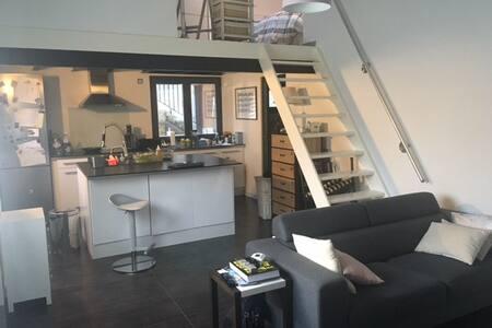 Maisonnette/ loft design au calme - House