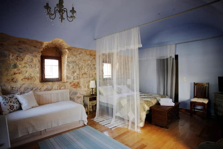 """Traditional House """" IAKINTHOS """" in  Vessa - Chios"""