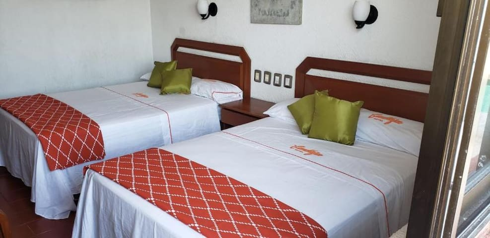 Cómoda habitación de hotel frente a la playa