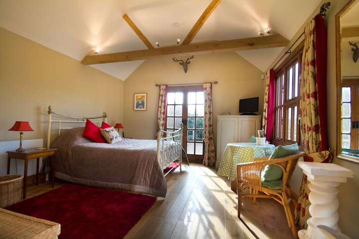 Lovely Self-Contained Guest Suite - Wisborough Green - House