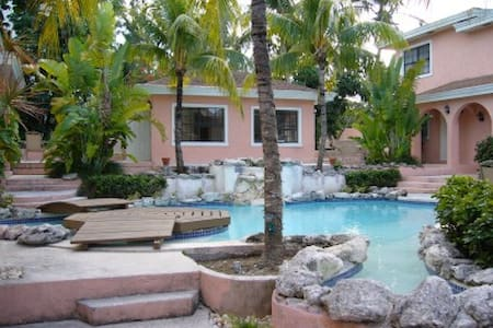PERFECTLY LOCATED CONDO - PARADISE ISLAND, BAHAMAS - Nassau - Townhouse