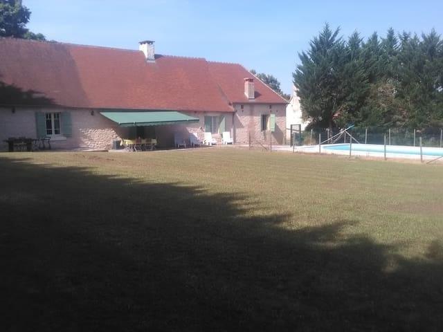 Périgourdine familiale avec piscine - Temple-Laguyon - Haus