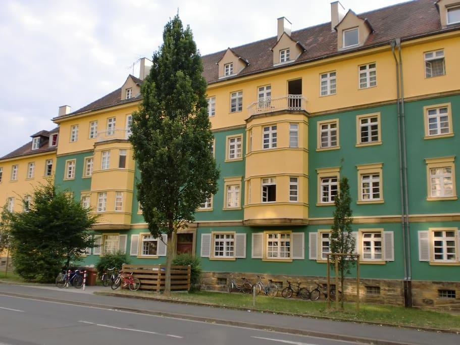 Unser farbenfrohes Haus von außen