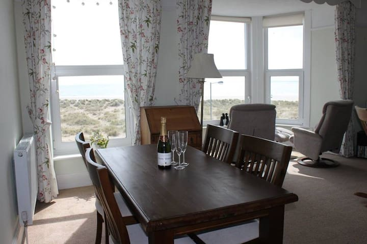 Trem-y-Don Apartment, Marine Parade, Barmouth