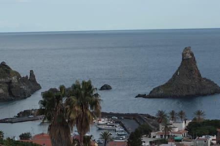 Panoramic apartment Acitrezza sea