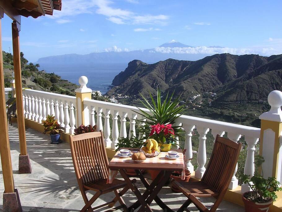 Terraza con vistas de todo el valle de Hermigua.