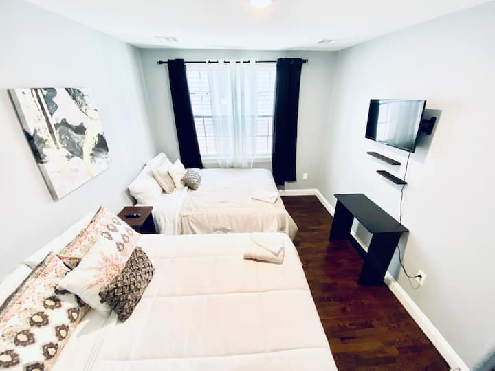 Modern Room #3 NEAR NYC/NEWARK AIRPORT/OUTLET MALL
