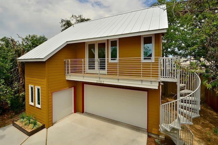 Modern S. Austin Garage Apartment