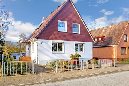 Cosy Apartment Itzehoe with Terrace, Garden & Wi-Fi; Parking Available