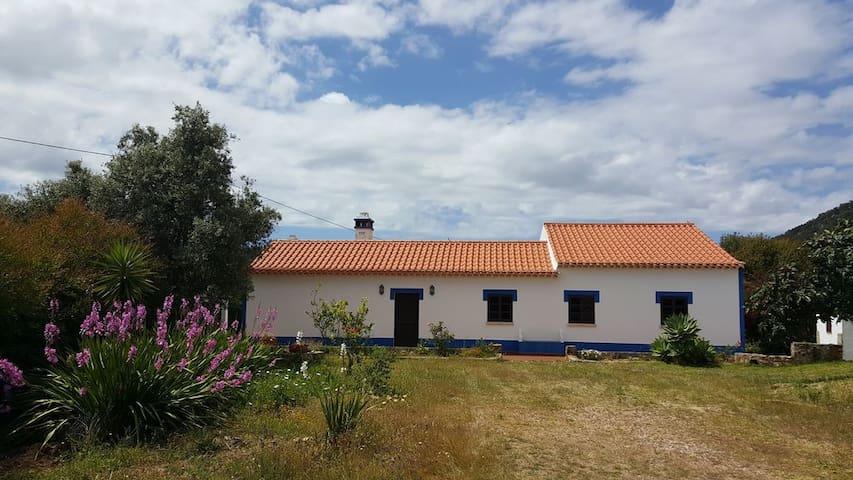 Casa Alentejana - Cortinhas, São Luís