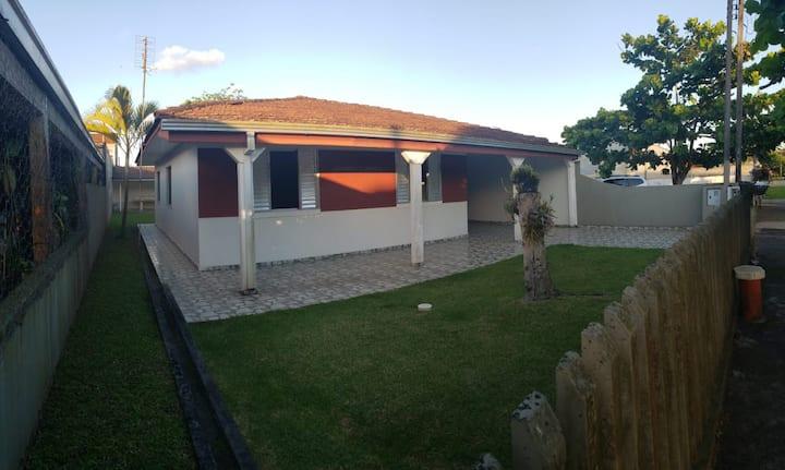 Ótima Casa em Bal. Ipanema, amplo espaço externo!