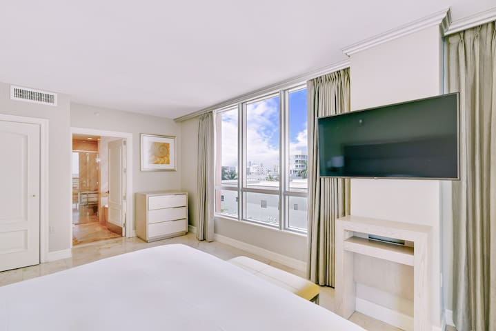The Bentley South Beach | City View One Bedroom King Suite 811