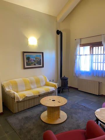 Sala de estar com sofá-cama de casal