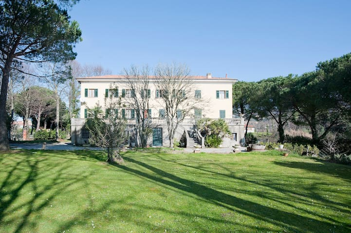 apartament in villa with swimmingpo - Sarzana - Apartemen
