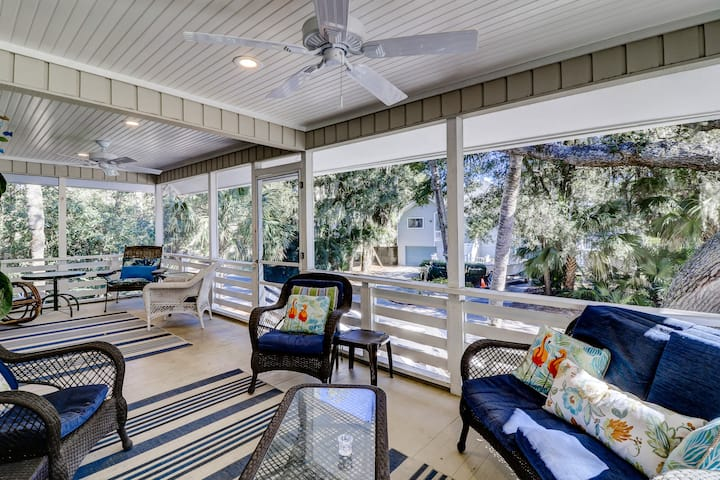 4 Quail - 30 Yards to the Beach, Sleeps 12, Screened Porch and Large Pool Area